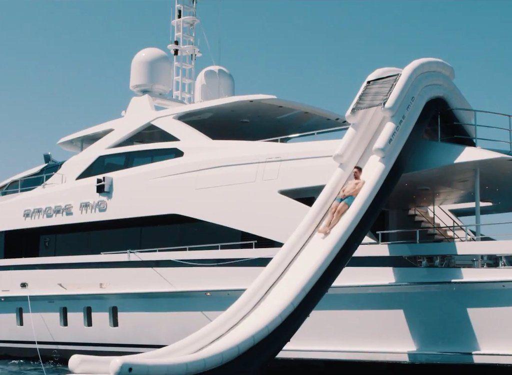 Motor Yacht Amore Mio FunAir Yacht Slide