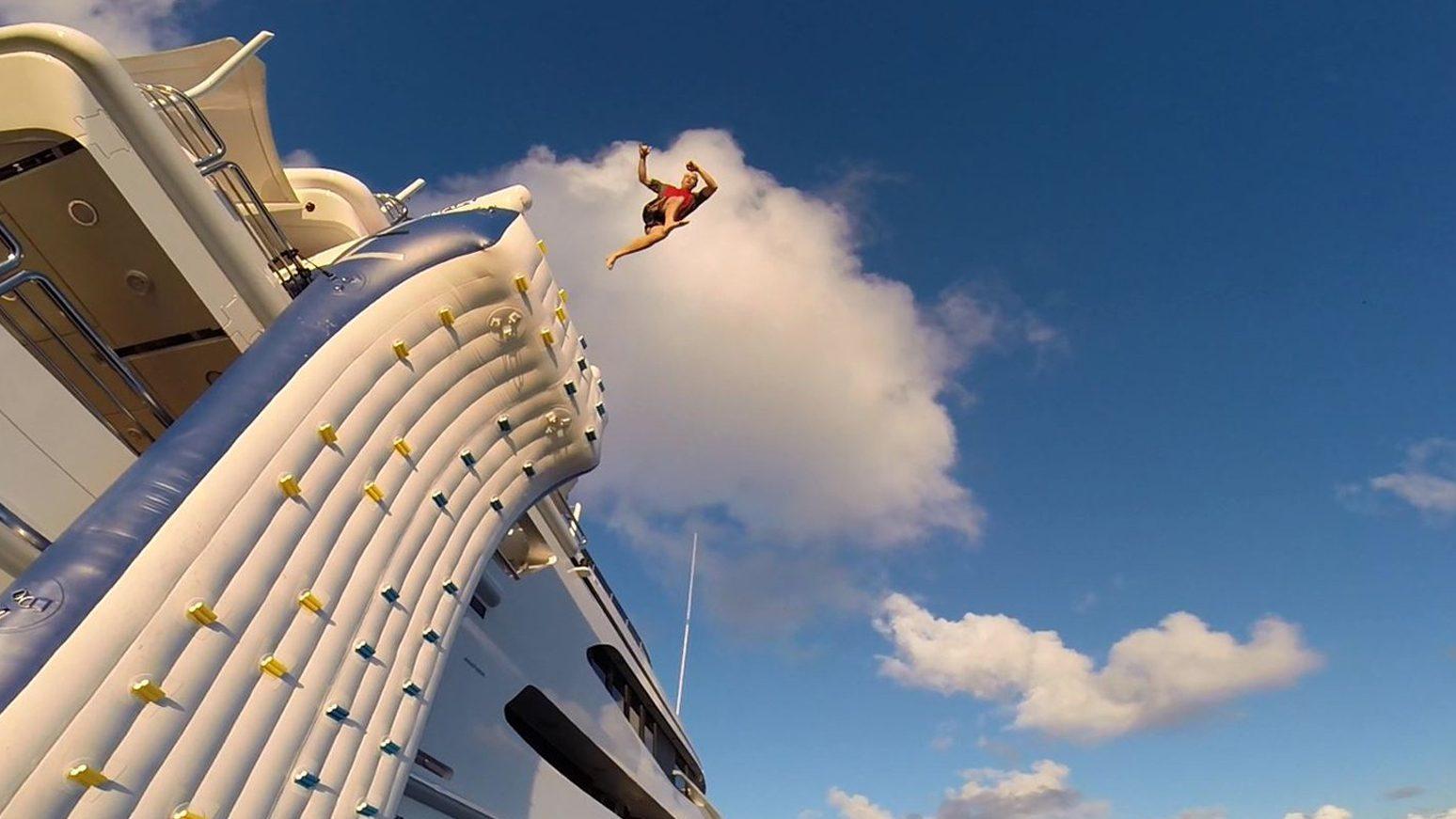 FunAir gallery climbing wall leap
