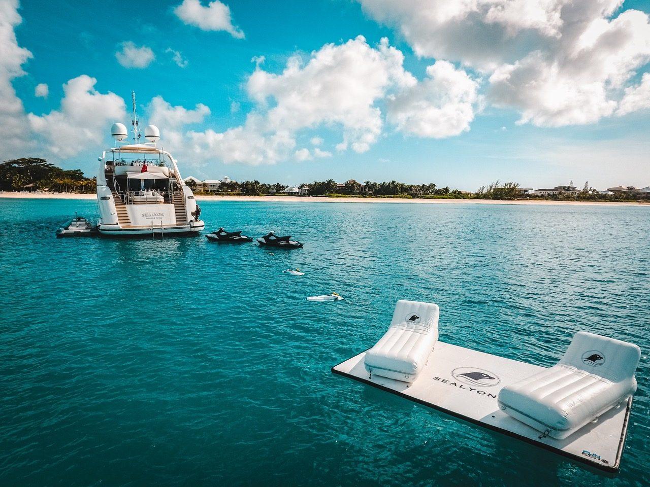 Motor Yacht Sealyon Water Mat