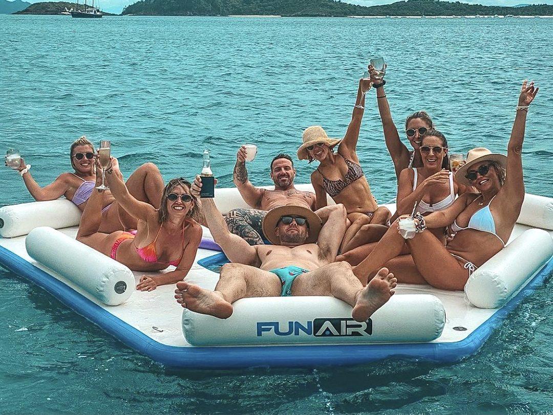 Splash-Island-Gallery_0007_2102-FA-Splash-Island-MY-Alani-party-on-Splash-Island.jpg