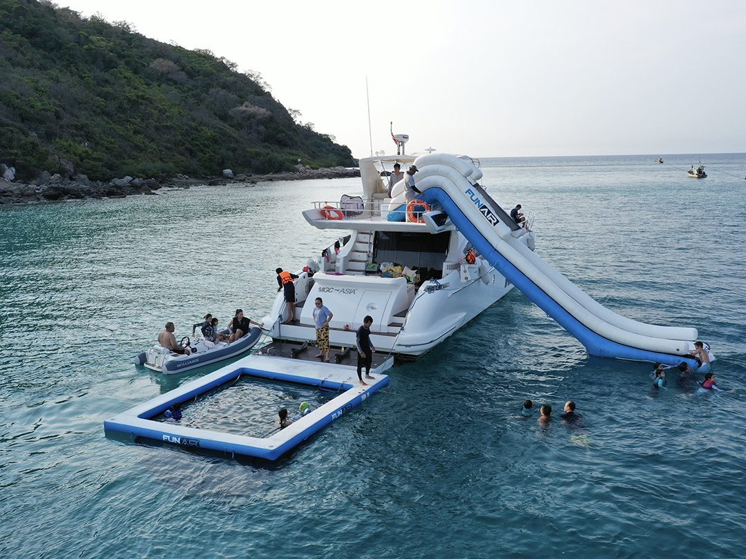 Rear view of Motor Yacht MGC with FunAir Sea Pool and Yacht Slide